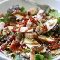 Apple-Bacon-and-Pecan-Salad-with-Garlic-Balsamic-Dressing