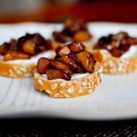 cinnamon-pear-bruschetta